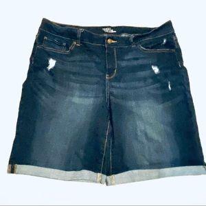 Time and Tru Mid Rise Dark Wash Bermuda Shorts 16